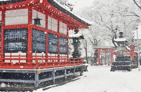 Thời tiết, phong cảnh và trang phục phù hợp vào mùa đông ở Nhật Bản